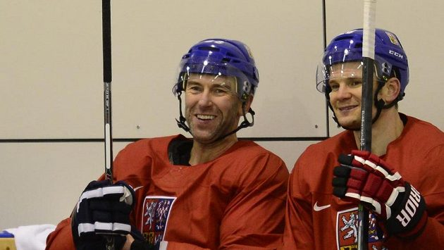 Petr Nedvěd a Patrik Eliáš (vpravo) na tréninku.