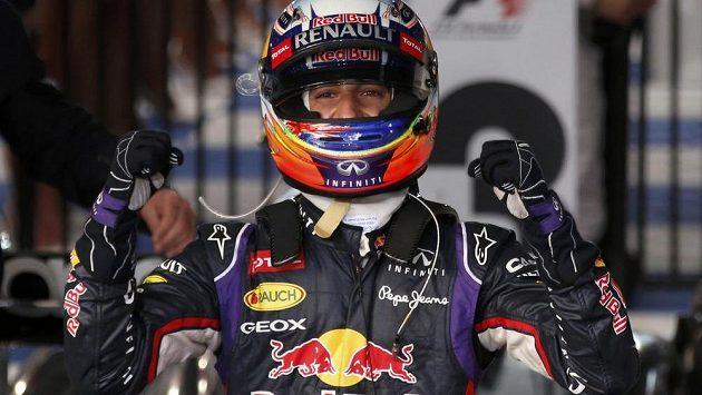 Australan Daniel Ricciardo slavil druhé místo, o které ale posléze přišel.