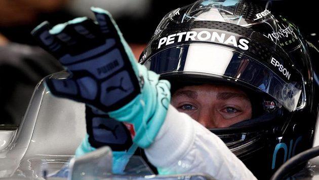 Německý pilot Nico Rosberg z týmu Mercedes ovládl kvalifikaci na GP Singapuru vozů F1.