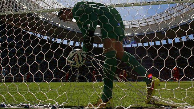 Belgický brankář Thibaut Courtois smutně lovil míč ze sítě už v osmé minutě čtvrtfinále, kdy inkasoval od Argentince Gonzala Higuaína.