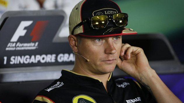 Kimi Räikkönen na tiskové konferenci v Singapuru.