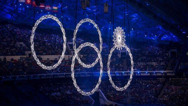 Nevydařené olympijské kruhy během zahájení olympijských her v Soči.