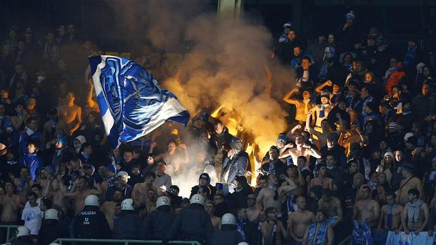 Fanoušci Zenitu Petrohrad při utkání proti Austrii Vídeň v Lize mistrů.