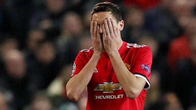 Zklamání ve tváři Nemanji Matiče z Manchesteru United.