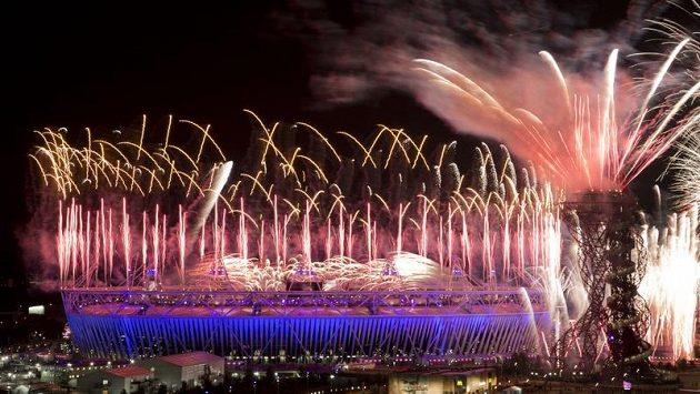 Impozantní ohňostroj uzavřel slavnostní zahájení XXX. letní olympiády v Londýně.