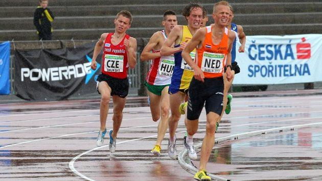 Náročné podmínky v Dublinu okusil i český běžec Lukáš Kourek (vlevo).