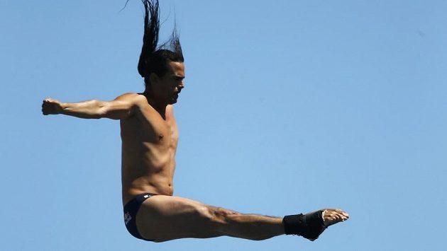 Kolumbijec Orlando Duque je prvním mistrem světa ve skocích do vody z extrémní výšky.