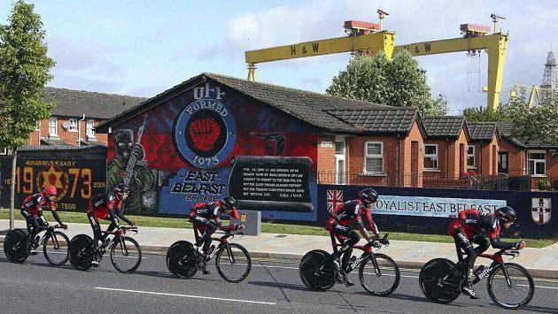 Tým BMC na trati v Belfastu.
