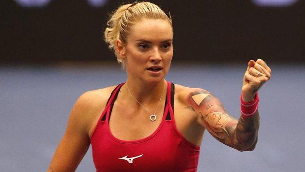 Vítězné gesto Terezy Martincové na turnaji WTA v Ostravě.