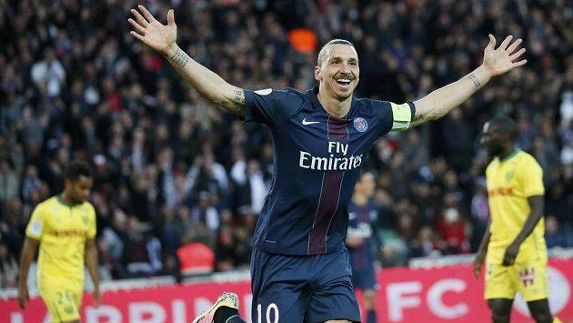 Zlatan Ibrahimovic z Paris Saint Germain se raduje ze vstřeleného gólu.