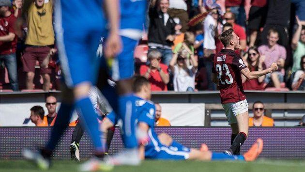 Ladislav Krejčí ze Sparty Praha oslavuje gól proti Liberci.