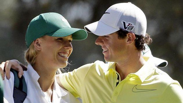 Golfista Rory McIlroy se snoubenkou Caroline Wozniackou.