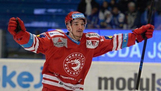 Marek Růžička z Třince se raduje z gólu během duelu v Plzni..