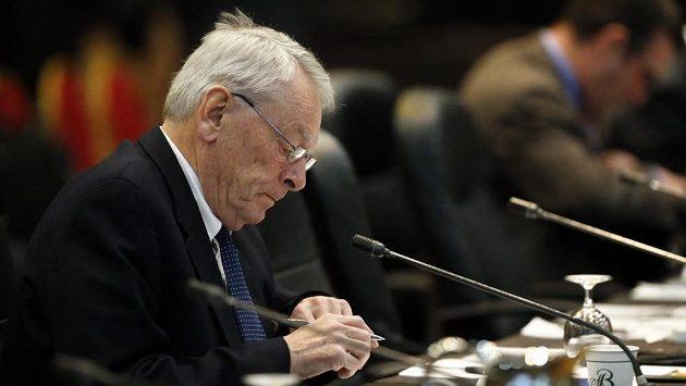 Dick Pound, autor zprávy usvědčující ruské atlety z dopingu Dick, na sjezdu členů WADA.