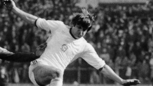 Obránce Zdeněk Rygel v utkání s Maďarskem na snímku z roku 1980.