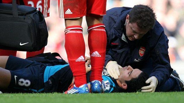 Zraněný záložník Arsenalu Mikel Arteta.