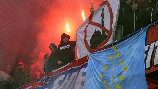 Fanoušci Plzně během utkání na Spartě.
