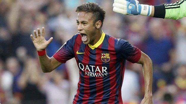 Brazilec Neymar z Barcelony oslavuje svou trefu v utkání s Realem Madrid.