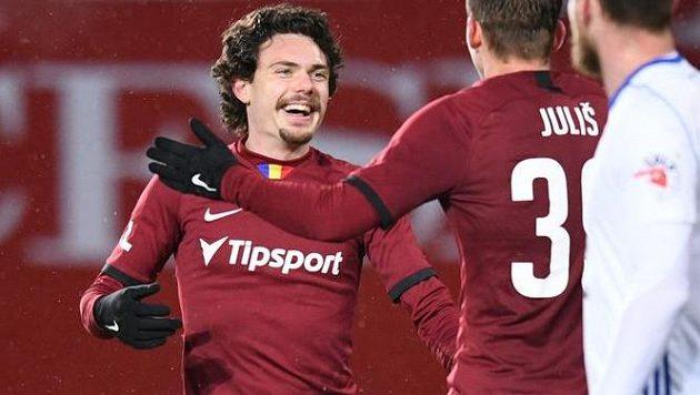 David Moberg Karlsson a Lukáš Juliš slaví gól Sparty proti Mladé Boleslavi.