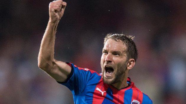 Plzeňský útočník Marek Bakoš oslavuje gól během utkání s Larnakou.