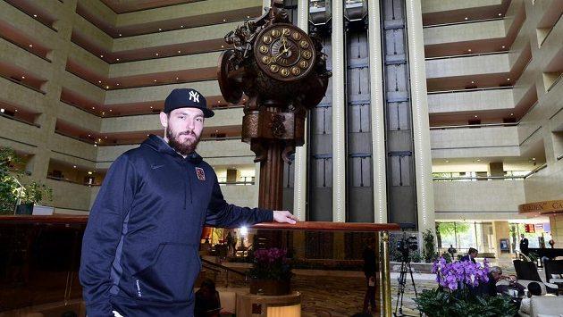 Obránce Michal Kempný v hotelu Crowne Plaza v Moskvě, kde je během mistrovství světa v hokeji ubytována česká reprezentace.