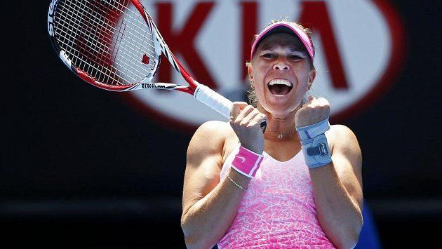 Šťastná Lucie Hradecká po triumfu nad Srbkou Anou Ivanovičovou v 1. kole grandslamového Australian Open.