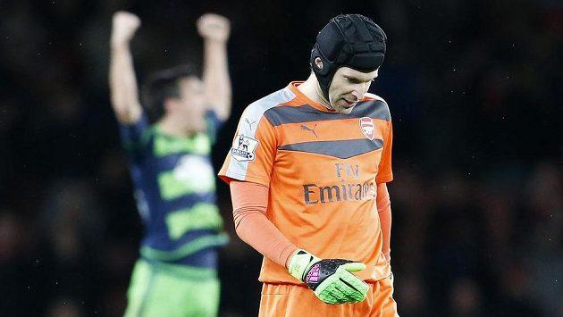 Gólman Arsenalu Petr Čech po utkání se Swansea.