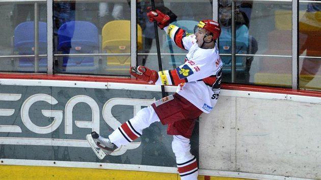 Jiří Šimánek z Hradce se raduje z vítězné branky proti Litvínovu.