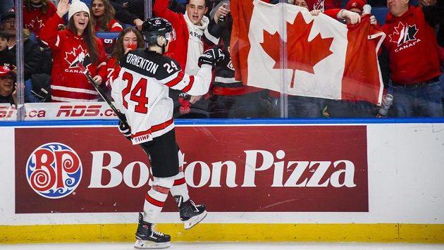 Kanaďan Alex Formenton oslavuje gól proti Dánům na MS do 20 let.