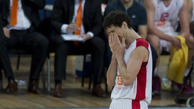 Smutný basketbalista Nymburku Jiří Welsch.