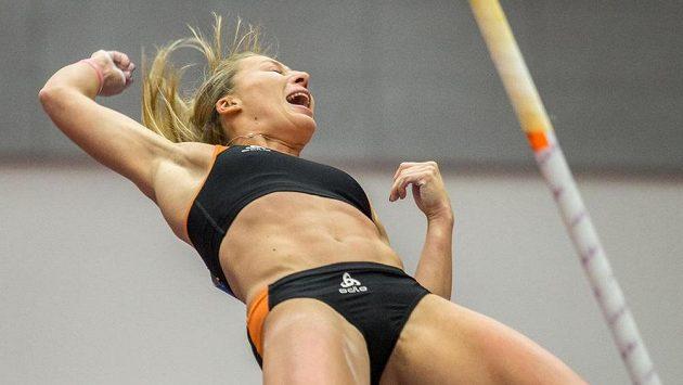 Tyčkařka Jiřina Ptáčníková na halovém mistrovství ČR v atletice.