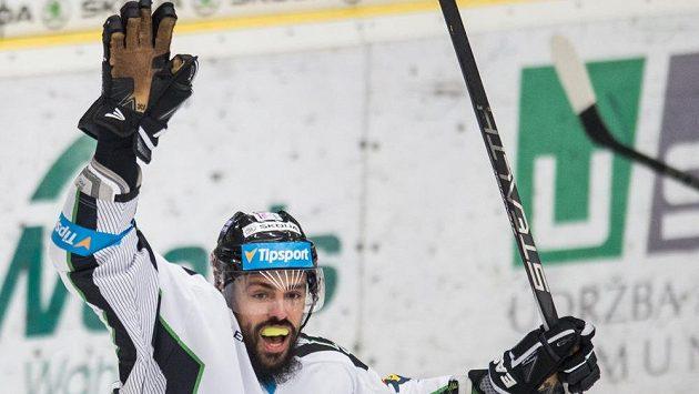 Útočník Mladé Boleslavi Richard Jarůšek oslavuje gól proti Třinci.