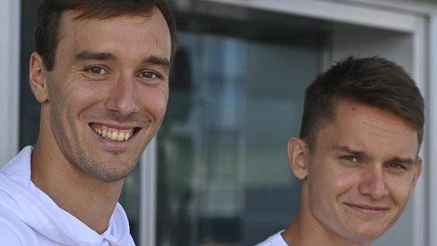 Moderní pětibojaři Jan Kuf (vlevo) a Martin Vlach
