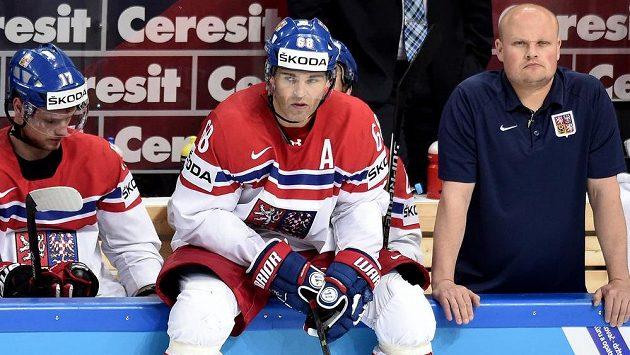 Zadumaný Jaromír Jágr během semifinále s Kanadou.