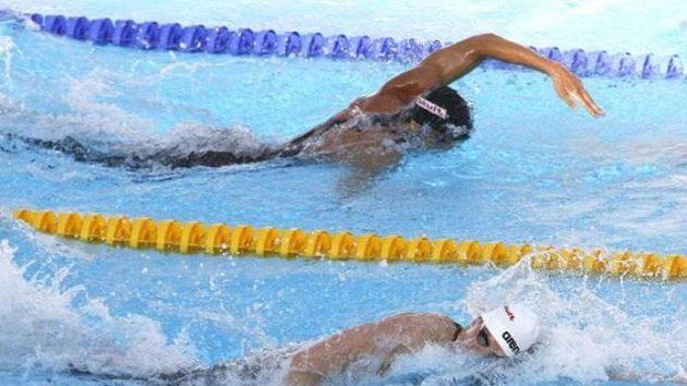 Paul Biedermann (dole) v souboji s Michaelem Phelpsem na MS v Římě