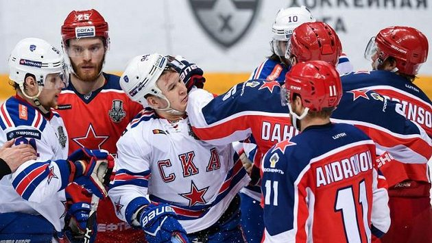 Hráči CSKA Moskva a Petrohradu. Ilustrační foto.