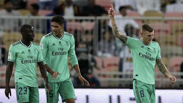 Toni Kroos (8) z Realu se raduje z gólu proti Valencii.