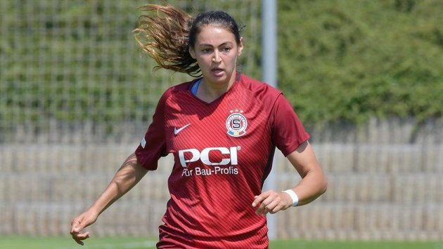 Fotbalistka Sparty Christina Burkenroadová.