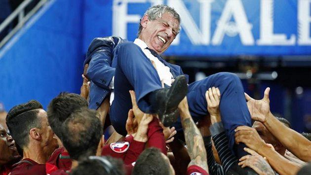 Fernando Santos dovedl Portugalce k senzačnímu premiérovému triumfu na EURO.