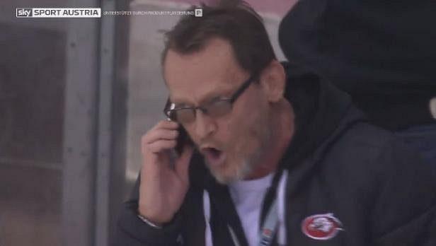 Trenér Znojma Miroslav Fryčer pak dokonce přímo během zápasu ze střídačky telefonoval supervizorovi zápasu