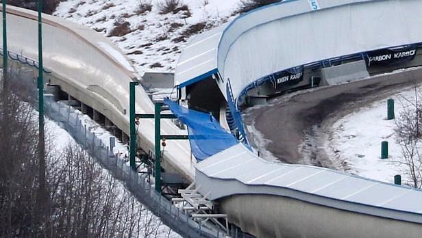 Tragická nehoda se stala v průsečíku bobové a sáňkařské dráhy v Calgary.
