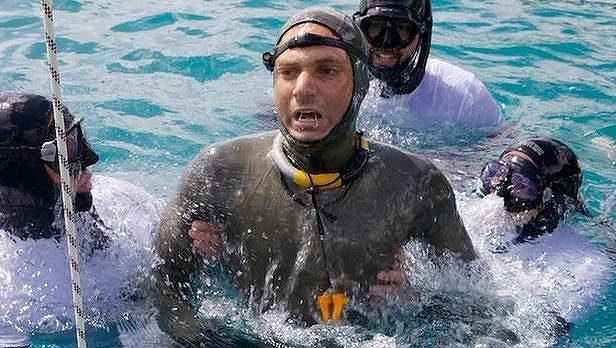 Američan Nick Mevoli při pokusu o rekord na Bahamách zemřel.