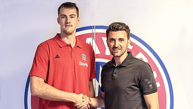 Basketbalista Ondřej Balvín (vlevo) ještě v dresu Bayernu Mnichov.