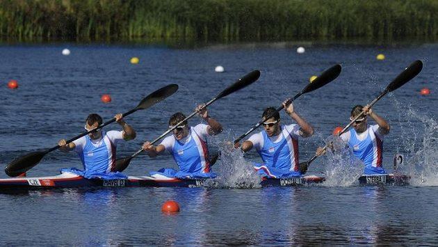 Čtyřkajak (zleva) Daniel Havel, Lukáš Trefil, Josef Dostál a Jan Štěrba jede pro olympijský bronz.