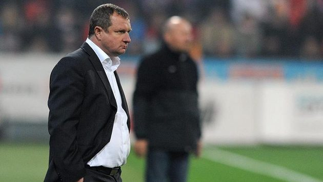Nasupený plzeňský trenér Pavel Vrba během utkání se Slavií.
