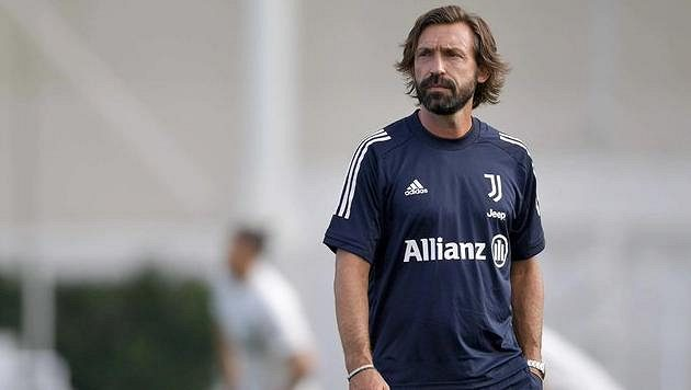 Trenér Andrea Pirlo před debutem na lavičce Juventusu získal trenérskou licenci.