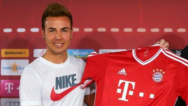 Trapas! Posila Bayernu Mario Götze naštval sponzora klubu tím, že si na sebe oblékl triko s logem konkurenční firmy.