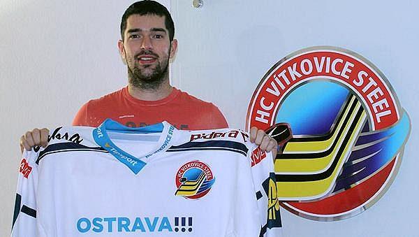Slovák Peter Ölvecký posílil hokejisty Vítkovic.