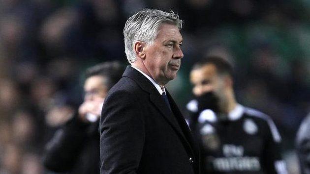 Kouč Realu Madrid Carlo Ancelotti se po odvetě se Schalke fanouškům v jednom kuse omlouval.