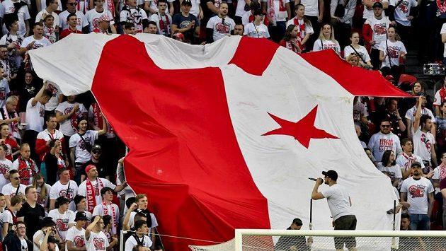 Fanoušci Slavie během derby se Spartou.